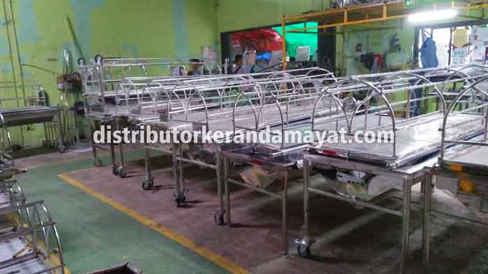 Intip pabrik keranda mayat terbesar diIndonesia